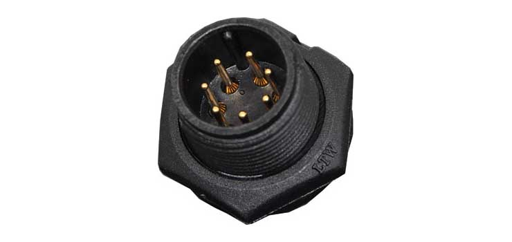 P9417 7 Pin 5A Screw-On Male Chassis IP67 Waterproof Plug